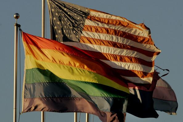Una Propuesta Define a las Parejas Homosexuales Como Familia inmediata Para Fines de Inmigración